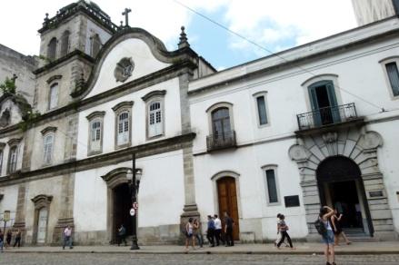 pantheon-dos-andradas-em-santos
