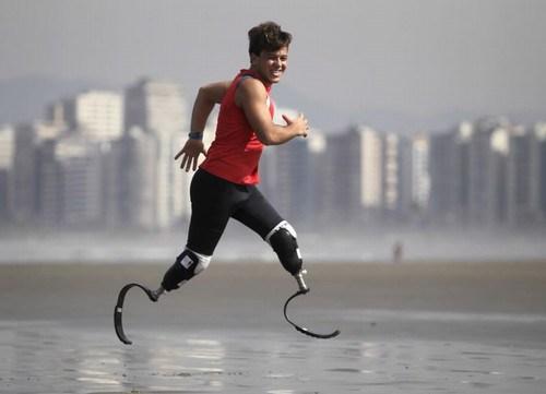 Pauê treinando no litoral de São Paulo. Foto vencedora do prêmio 'Retrospectiva Associação de Repórteres Fotográficos e Cinematográficos no Estado de São Paulo (Arfoc-SP) 2011′